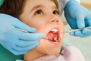 Протезирование зубов детям. Развеиваем страхи родителей